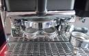 Detail adaptéru, který může připravovat jednu nebo dvě kávy z PODů.