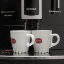 Presovač NIVONA CafeRomatica NICR 626 dokáže vyrobit i dva šálky espresso kávy najednou. Výšku výpusti lze snadno přizpůsobit výšce zvoleného šálku. Použitá káva je shromažďována do samostatného zásobníku, který snadno vyprázdníte.